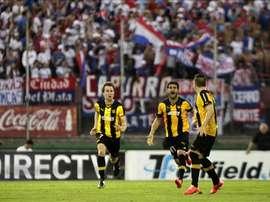 Peñarol viajará en la Fuerza Aérea Uruguaya para disputar su partido ante Tanque Sisley. EFE/Archivo