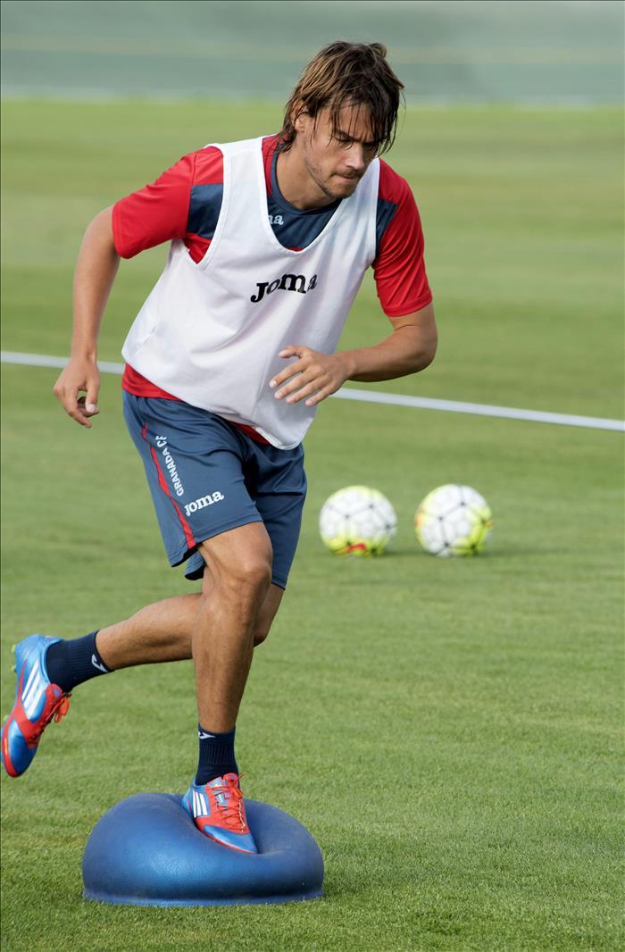 Rene Krhin, entrenando con el Granada. EFE/Archivo