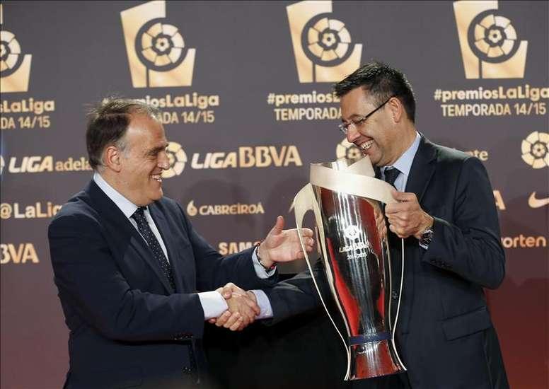 Tebas cree que el Barça deberá vender. EFE