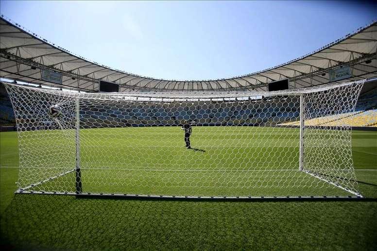 En muchos campos modestos, el campo de fútbol once se comparte con dos de fútbol 7. EFE/Archivo