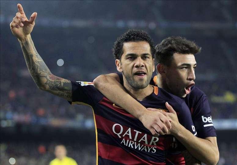 Le superbe premier but de Dani Alves avec Barcelone. DUGOUT