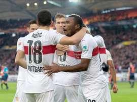 Los jugadores del Stuttgart celebran el gol de Lukas Rupp. EFE/EPA