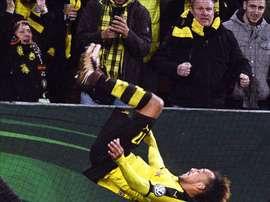 Pierre-Emerick Aubameyang del Dortmund celebra su anotación ante el Augsburg durante su partido de la Copa Alemana DFB en Augsburgo (Alemania). EFE