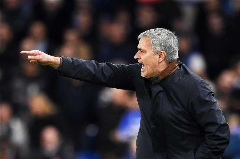 Carragher no cree que la solución del Manchester United sea Mourinho. AFP