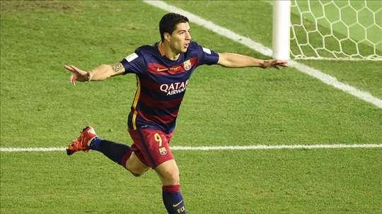 El jugador del Barcelona Luis Suarez celebra un gol durante la final del Mundial de Clubes de la FIFA 2015 ante el River Plate. EFE