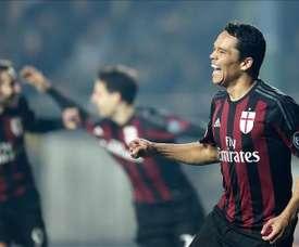 El delantero del Milan Carlos Arturo Bacca Ahumada celebra un gol durante el partido de la Serie A que han jugado Frosinone y Milan en el Matusa stadium de Frosinone, Italia. EFE/EPA