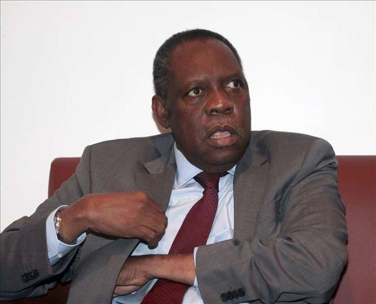 El camerunés Issa Hayatou, presidente en funciones de la FIFA por la sanción impuesta al suizo Joseph Blatter. EFE/Archivo