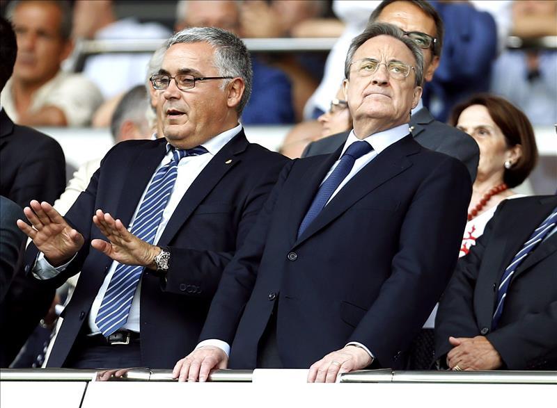 La celebración de Van der Sar ante Florentino Pérez