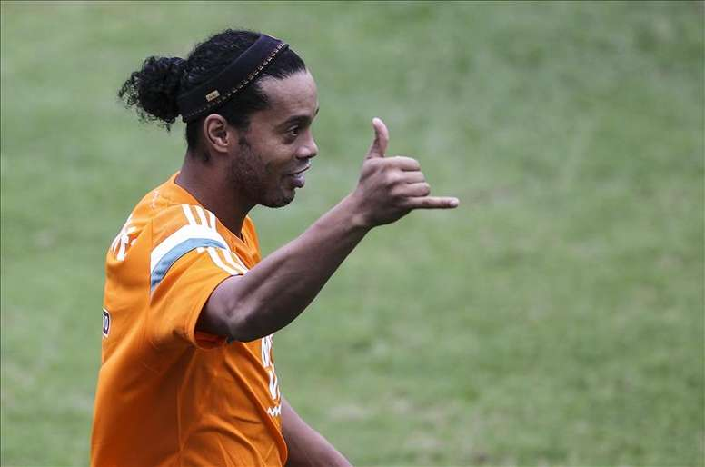 Ronaldinho tiene un caché exagerado para jugar con un equipo. EFE