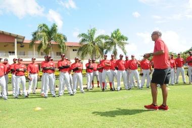 Jugadores de Los Leones del Escogido participan de la práctica del béisbol. EFE/Archivo