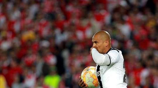 Humberto Suazo volverá a los terrenos de juego a nivel profesional. EFE/Archivo