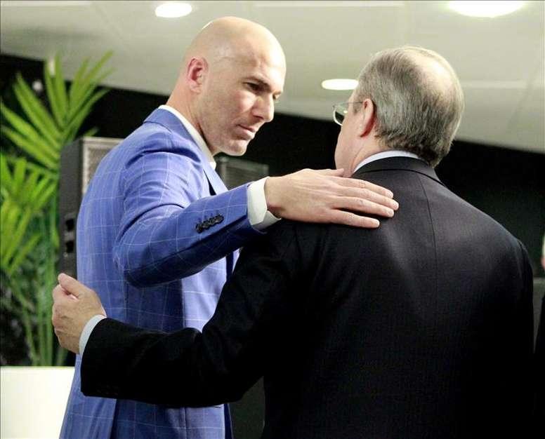 Zidane seguirá a cargo del banquillo del Real Madrid otra temporada más. EFE