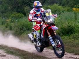 El motociclista español Joan Barreda, de Honda, compite en la tercera etapa del Rally Dakar 2016 entre Termas de Río Hondo y Jujuy (Argentina). EFE