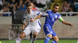 Vranjes, a la izquierda, regresaría al AEK de Atenas. EFE