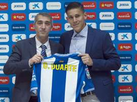 Óscar Duarte junto a Ramón Robert en su presentación como jugador del Espanyol. EFE