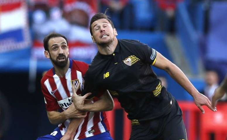 A picture of Atletico's and Sevilla's last game. EFE