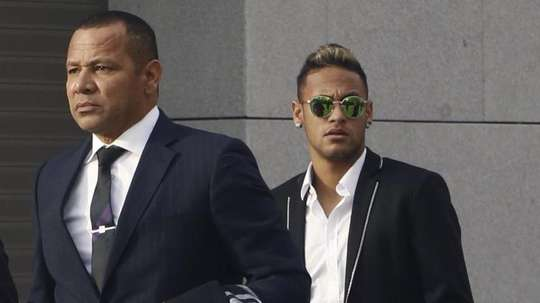 Confirman una reunión entre la Juve y el padre de Neymar. EFE
