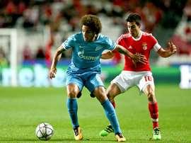 El Benfica-Zenit se saldó con 7 amarillas, 1 roja y 4 sancionados para la vuelta. EFE