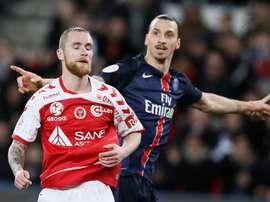 El sueco del PSg Zlatan Ibrahimovic durante el partido de la League 1 Paris Saint-Germain y Reims en el Parque de los Príncipes en París.  EFE/EPA