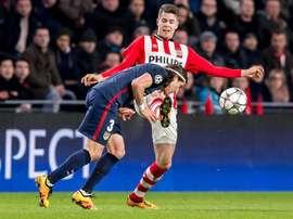 Van Ginkel anotó un doblete ante el AZ Alkmaar. EFE