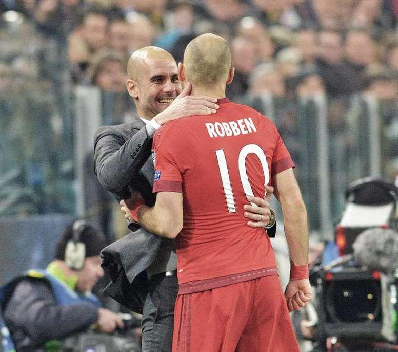 Robben se queda con Pep. EFE