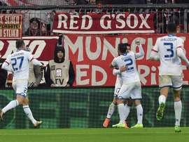 Jugadores de Mainz celebran la anotación de un gol durante un juego entre Bayern Múnich y Mainz de la Bundesliga alemana que se disputó en Múnich (Alemania). EFE