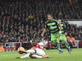 El jugador Joel Campbell de Arsenal celebra la anotación de un gol durante un juego entre Arsenal y Swansea de la Liga Premier que se disputó en el estadio Emirates en Londres (R. Unido). EFE