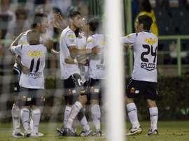 Paredes anotó los dos últimos goles de Colo Colo. EFE