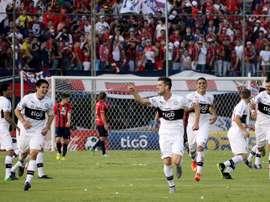 Olimpia Asunción reforça sua linha defensiva com Edcarlos. EFE/Arquivo
