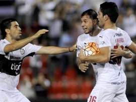 Olimpia se quedó con los tres puntos ante Cerro Porteño. EFE
