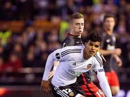 Danilo Barbosa cobra tan solo un millón de euros al año en el Valencia. EFE