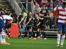 El centrocampista del Rayo Vallecano Pablo Hernández (2d) celebra con sus compañeros el primer gol ante el Granada, durante el partido de la trigésima jornada de la Liga de Primera División  en el estadio Nuevo los Cármenes de Granada. EFE