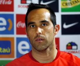 Bravo was fuming with the officials in the Uruguay v Chile game. EFE