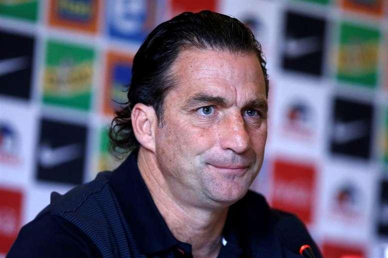 El seleccionador de Chile aún no cuenta con jugadores importantes. EFE