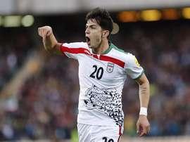 El jugador de Irán Sarda Azmoun celebra el gol conseguido ante Omán, durante el partido clasificatorio para el Mundial de Rusia 2018 disputado en el estadio Azadi de Teherán, Irán. EFE