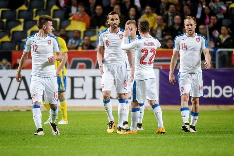 De izquierda a derecha, Lukas Maracek, Tomas Sivok, Vladimir Darida y Daniel Kolar de Suecia celebran una anotación hoy, martes 29 de marzo de 2016, durante el partido amistoso entre Suecia y República Checa en el Friends Arena de Estocolmo (Suecia). EFE