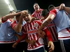 Gran victoria de Chivas Guadalajara en el Estadio Azteca. EFE
