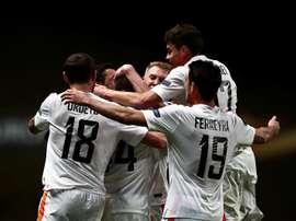 Jugadores de Shakhtar Donetsk celebran un gol ante Braga hoy, jueves 7 de abril de 2016, durante un partido de cuartos de final de la Liga Europa en el estadio Municipal de Braga (Portugal). EFE