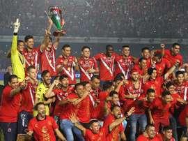 Jugadores de los Tiburones Rojos de Veracruz fueron registrados este miércoles al celebrar el título de campeones de la Copa MX del fútbol en México, tras derrotar 4-1 al Necaxa, en el estadio Luis Pirata Fuentes, de Veracruz (Mexico). EFE/Archivo