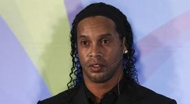 Ronaldinho aprovechó para saludar al presidente electo de Perú en Cuzco. EFE