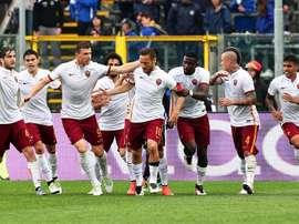 Francesco Totti rescató este domingo un empate para el Roma en el campo del Atalanta al anotar el tanto del 3-3 en el 85. EFE