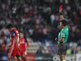 Los colegiados, descontentos con las sanciones a los jugadores. EFE