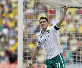 El delantero argentino anotó los dos goles de su equipo. EFE