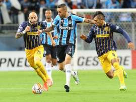 Leicester City are in negotiations with Gremio to sign Brazilian forward Luan. EFE