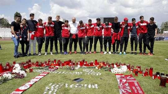 Dinamo Bucharest squad paid tribute to Patrick Ekeng. EFE