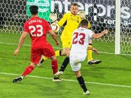 Liverpool e Sevilla voltam a se defrontar depois da final da Europa League 15-16. EFE