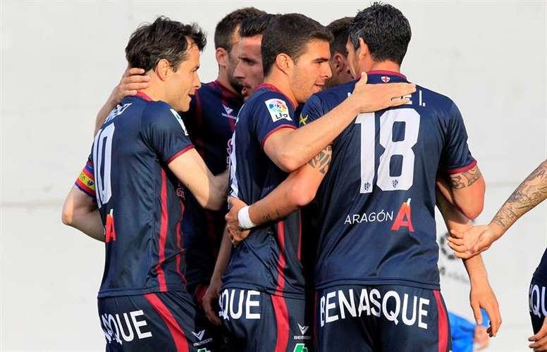 El Huesca sigue poniéndose a tono. EFE