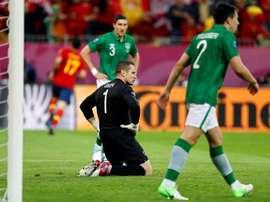 Los jugadores irlandeses (i-d) Stephen Ward, Shay Given y Sean St Ledger muestran su decepción. EFE