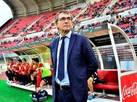 Vázquez, que dirigió a los dos conjuntos, fue pitado a la conclusión del choque. EFE