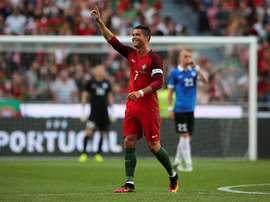 El jugador de Portugal Cristiano Ronaldo celebra la anotación de un gol ante Estonia hoy, miércoles 8 de junio de 2016, durante un partido amistoso entre Portugal y Estonia que se disputa en el estadio Luz, en Lisboa (Portugal). EFE
